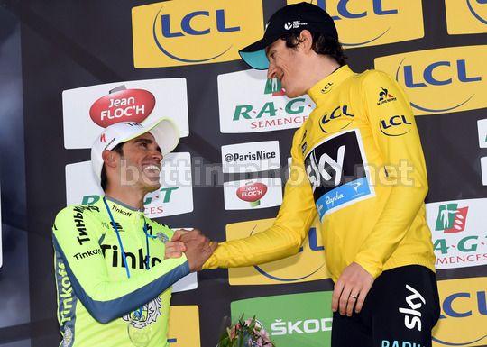 Contador si complimenta con il vincitore Geraint Thomas - © BettiniPhoto